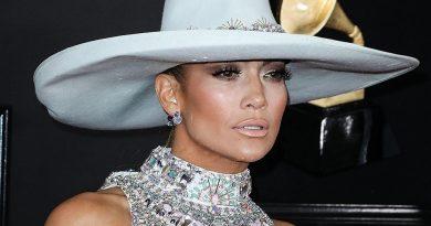 Geçtiğimiz Gün Doğum Gününü Kutlayan Jennifer Lopez, Nişanlısı Alex Rodriguez'in Lüks Hediyesini Karşılıksız Bırakmadı!